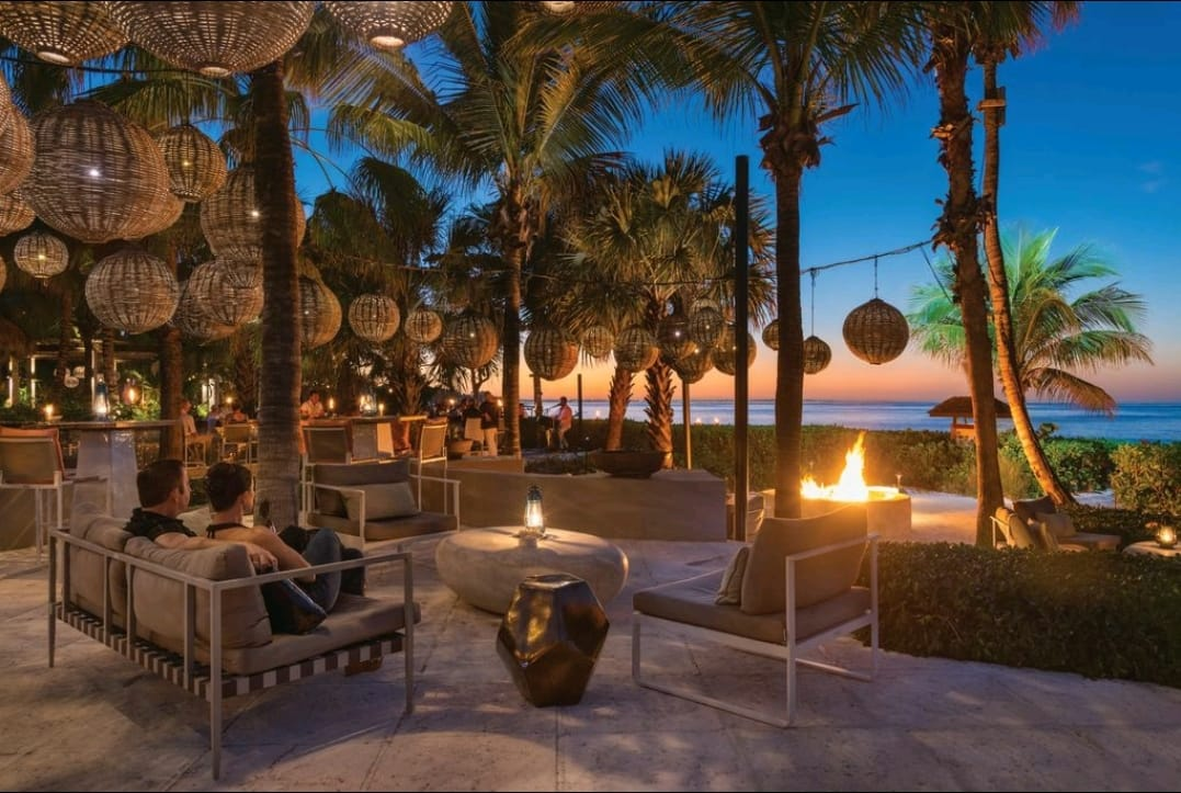 Infiniti Bar Grace Bay Provo